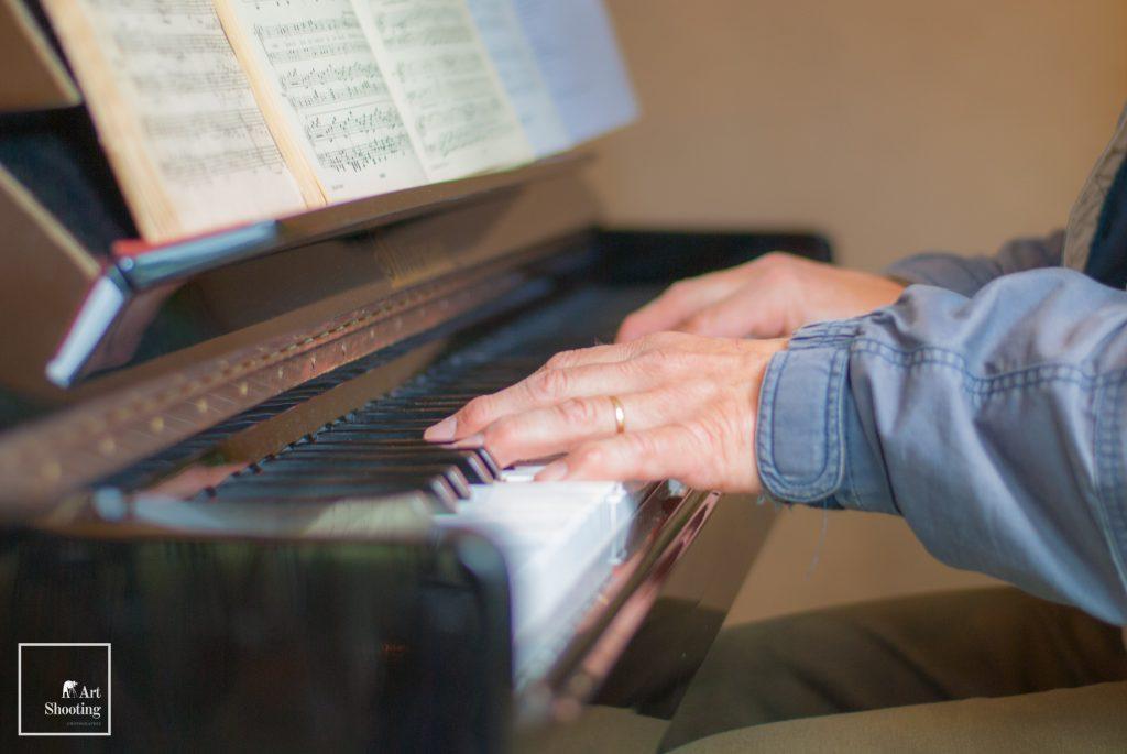 Main piano couleur