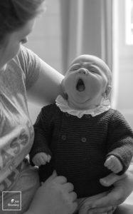 Bébé baille noir et blanc