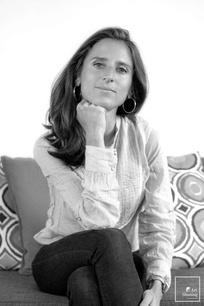 Portrait femme business noir et blanc